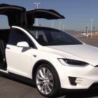 Tesla Model X huren met chauffeur